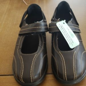 NWT APEX SHOES